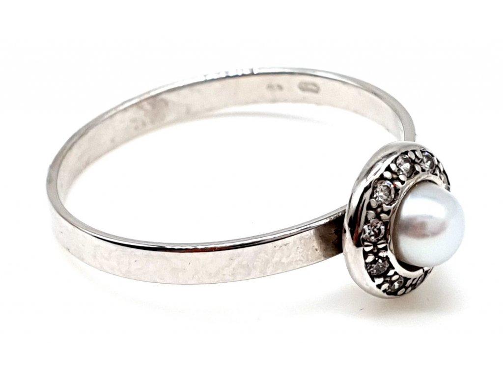 Zásnubní prsten z bílého zlata s perlou (Velikost prstene 51mm)