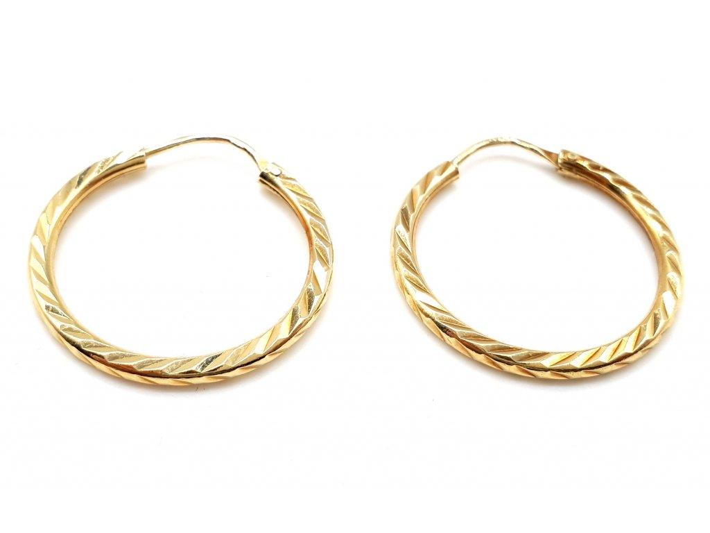 58014 zlate kruhove nausnice s geometrickym reliefem 2 0cm