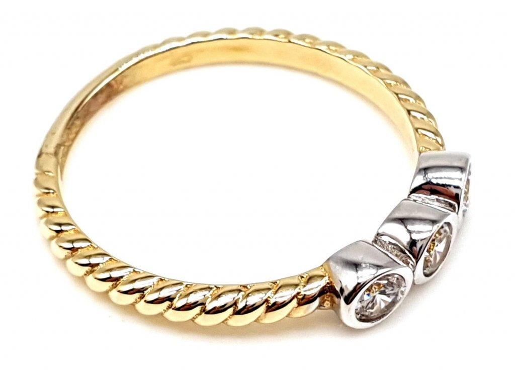 57318 zlaty prsten s tremi ovalnymi zirkony 52mm