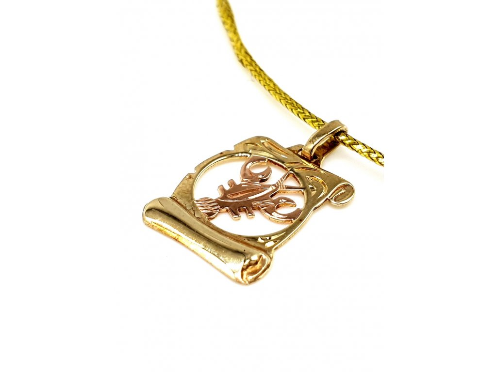 57207 zlaty privesek ve tvaru pergamenu znameni rak