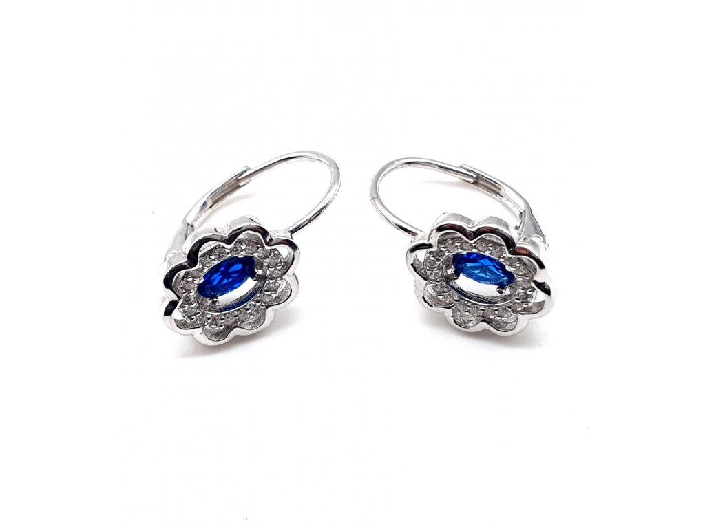 Stříbrné náušnice ve tvaru květiny s dominantním modrým kamenem
