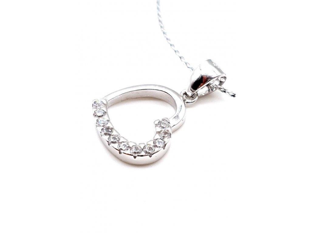 Stříbrný přívěsek ve tvaru srdce zdobený zirkony