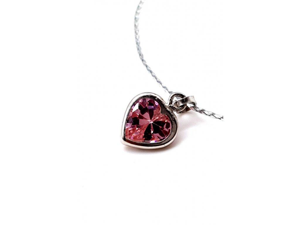 Růzové srdce s dominantním kamenem