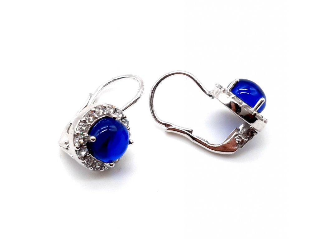 Stříbrné náušnice s dominantním tmavě modrým kamenem