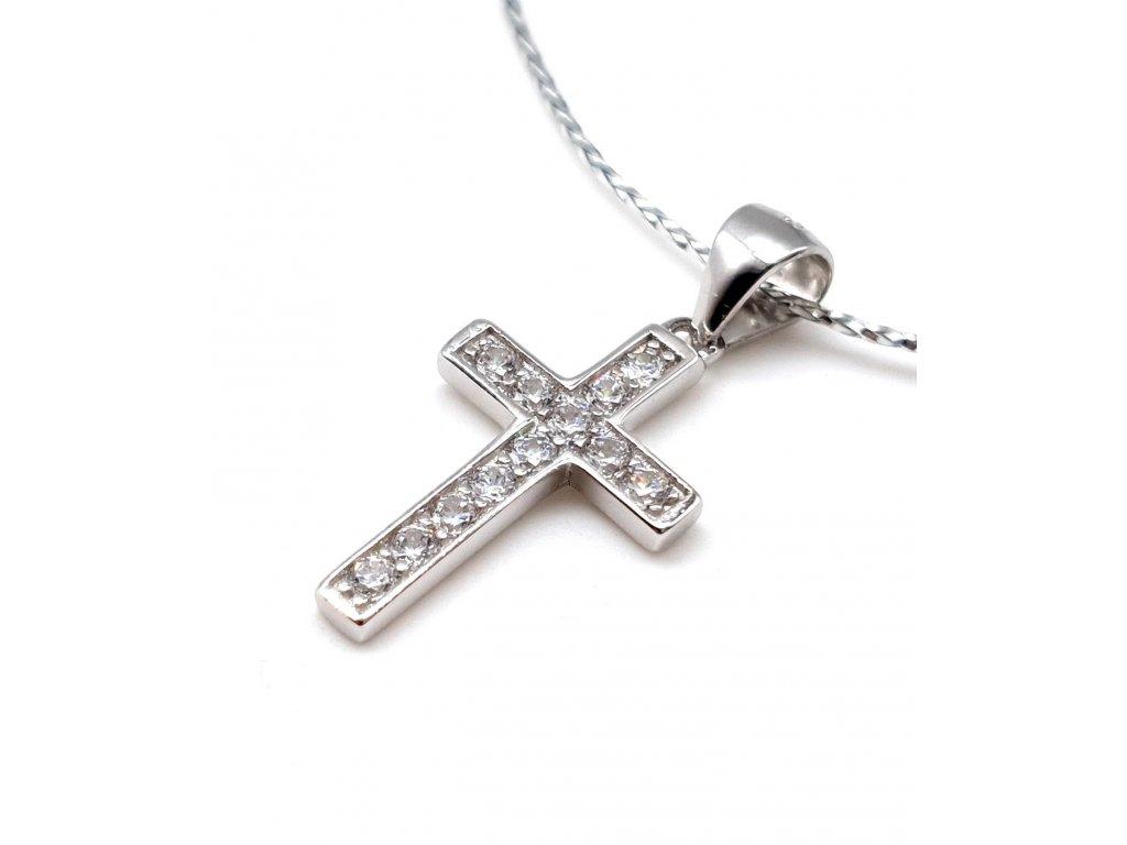 Stříbrný křížek posetý zirkony