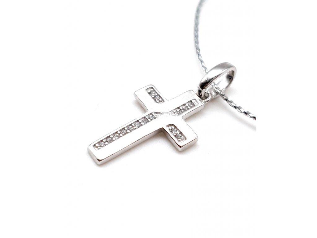Stříbrný kříž s matným provedením zdobený zirkony