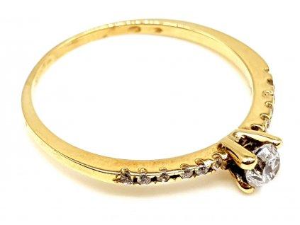 57300 elegantni zlaty prsten s dominatnim zirkonem 54mm