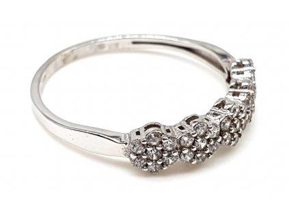 Prsten z bílého zlata s květinami ze zirkonů (Velikost prstene 51mm)