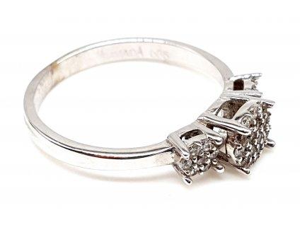 57405 prsten z bileho zlata s kvetinami zdobene zirkony velikost 52mm