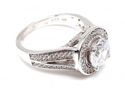 Stříbrný oválný prsten s dominantním zářivým zirkonem (Velikost prstene 51 mm)