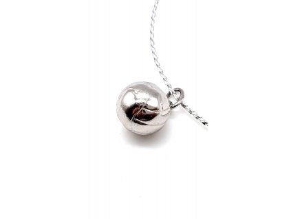 Stříbrný přívěsek ve tvaru míče