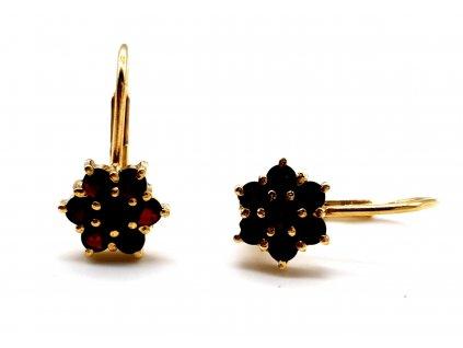 Pozlacené náušnice ve tvaru květiny s českým granátem
