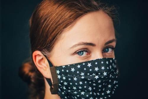 Kosmetičky radí: na tyhle tři věci při nošení roušek nezapomínejte