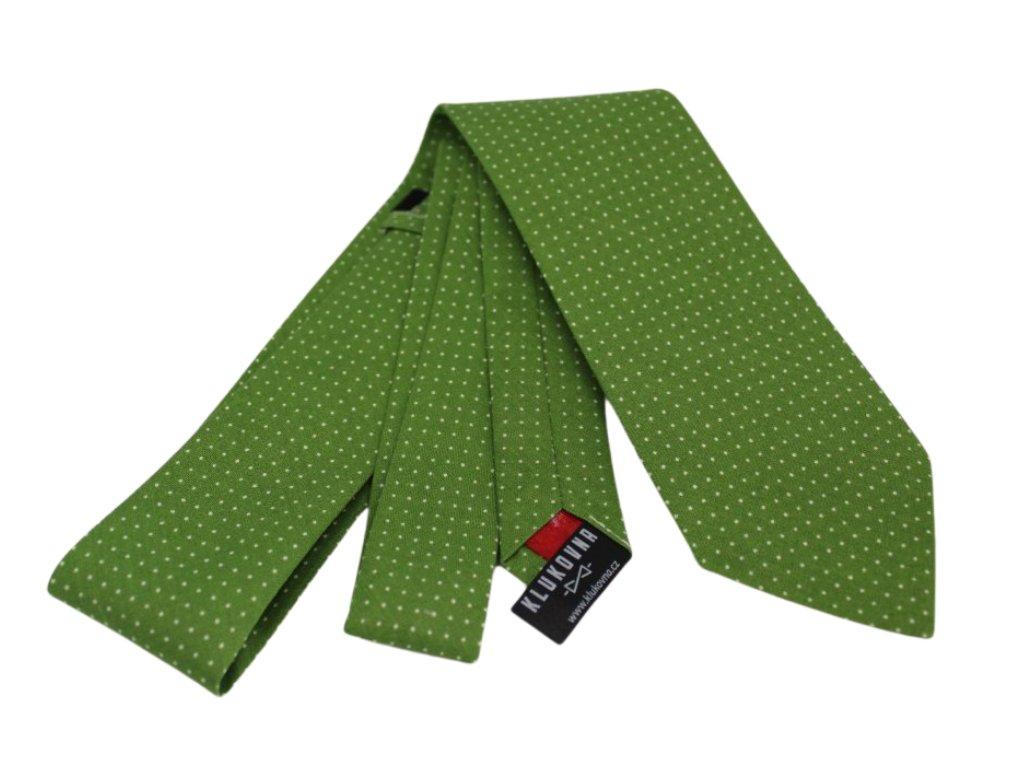 Zelená kravata s bílými puntíky