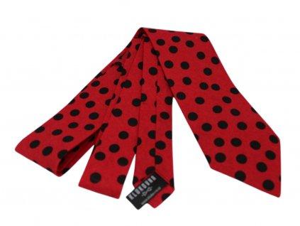 Červená kravata s černými puntíky