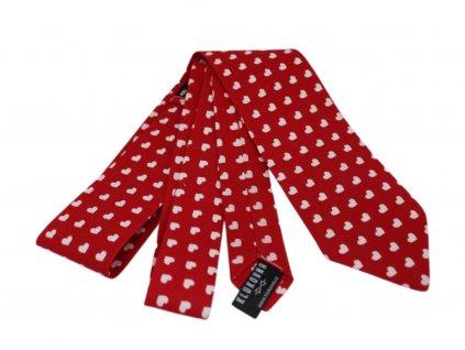 Červená kravata s bílými srdíčky