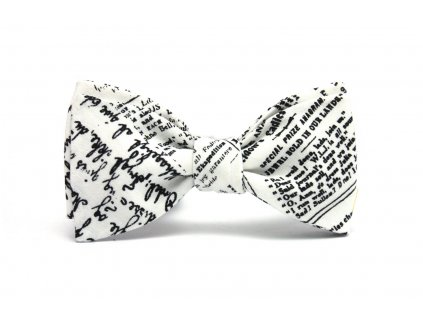 Bílý motýlek s textovým potiskem