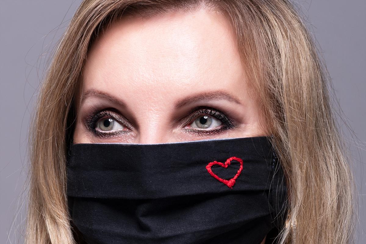Stylové líčení pod roušku: zaměřte se na oči