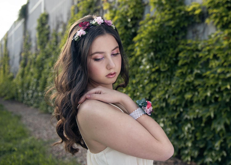 Letní líčení a účes plný květin
