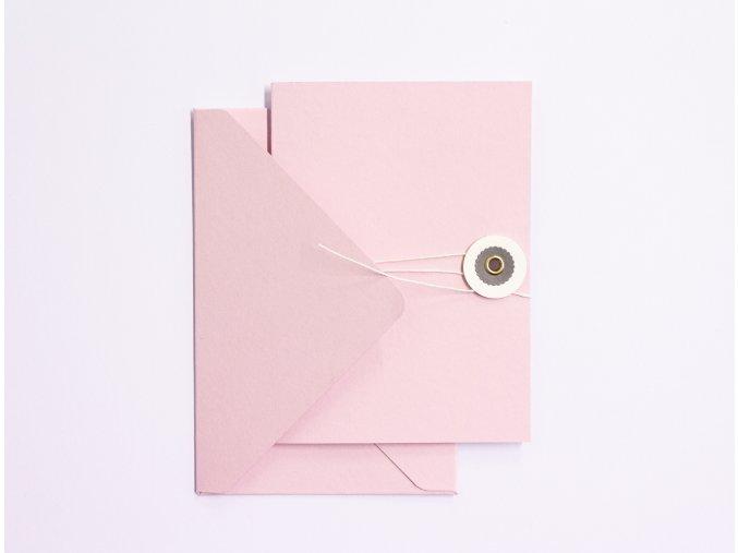 Růžové přání s šedým kolečkem