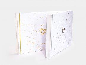 Malé fotoalbum se zlatými kaňkami