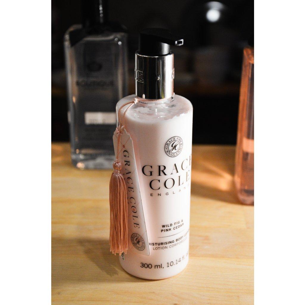 Zvláčňující tělové mléko Wild Fig and Pink Cedar - Divoký fík a růžový cedr