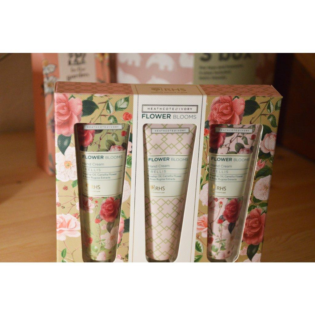 Set krémů na ruce Rosehip Oils, Camellia Flower, and Rosa Rugosa Extract - Šípkový olej, květ kamélie a xtrakt z šípkové růže 3 kusy