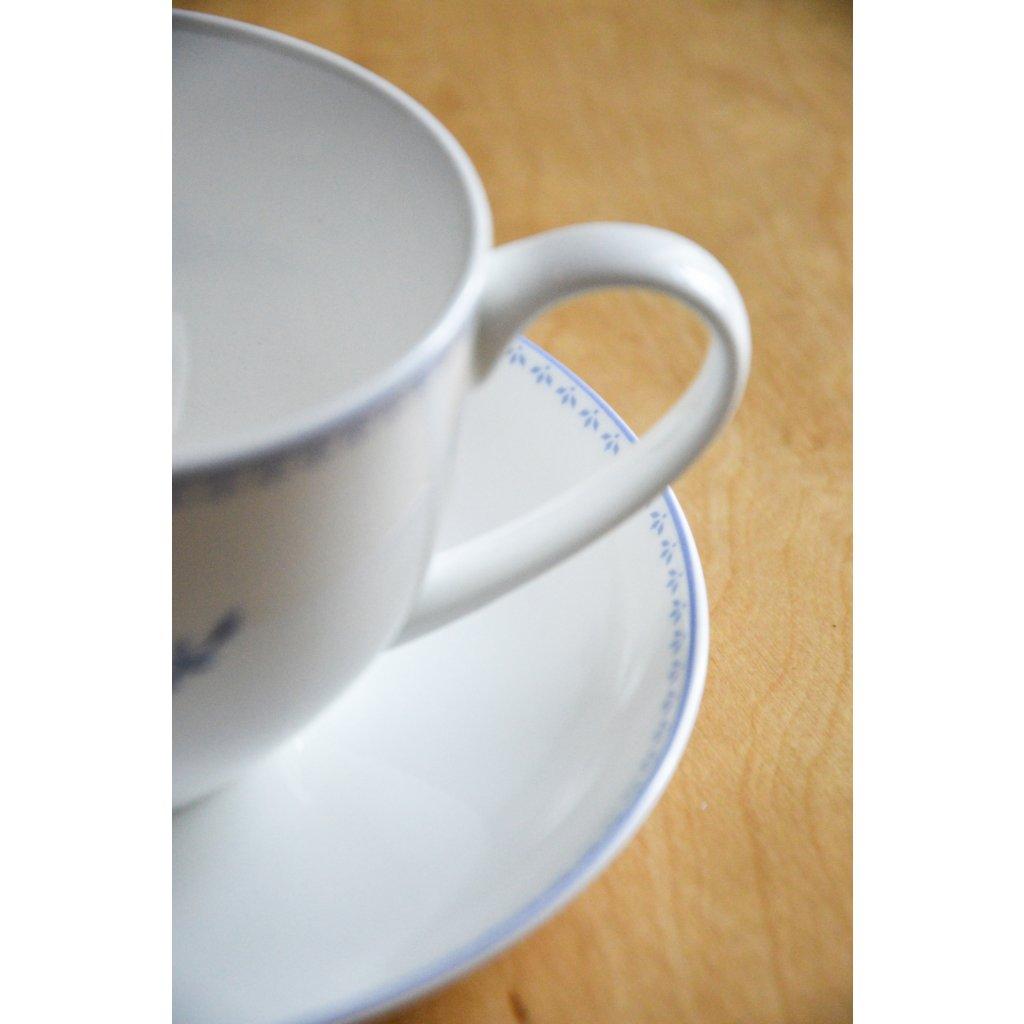 Porcelánový šálek bílý s podšálkem Modré květy