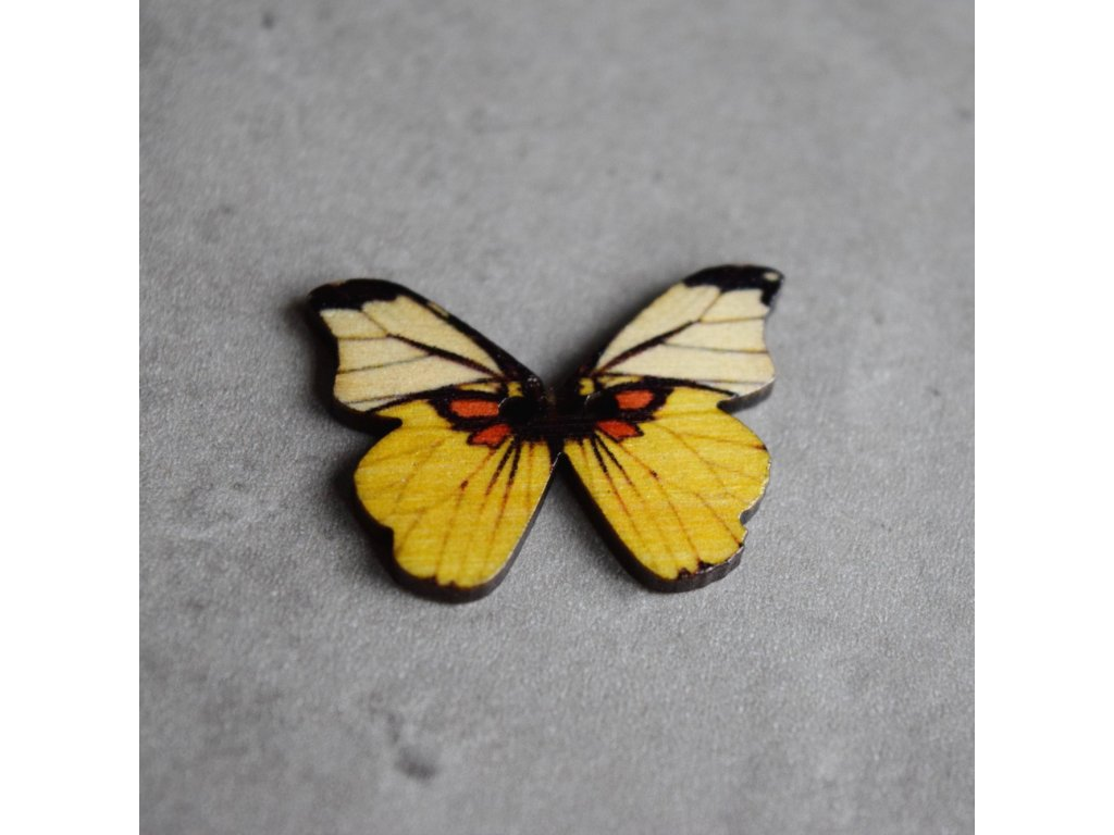 Dřevěný dekorační knoflík - motýl - žlutý