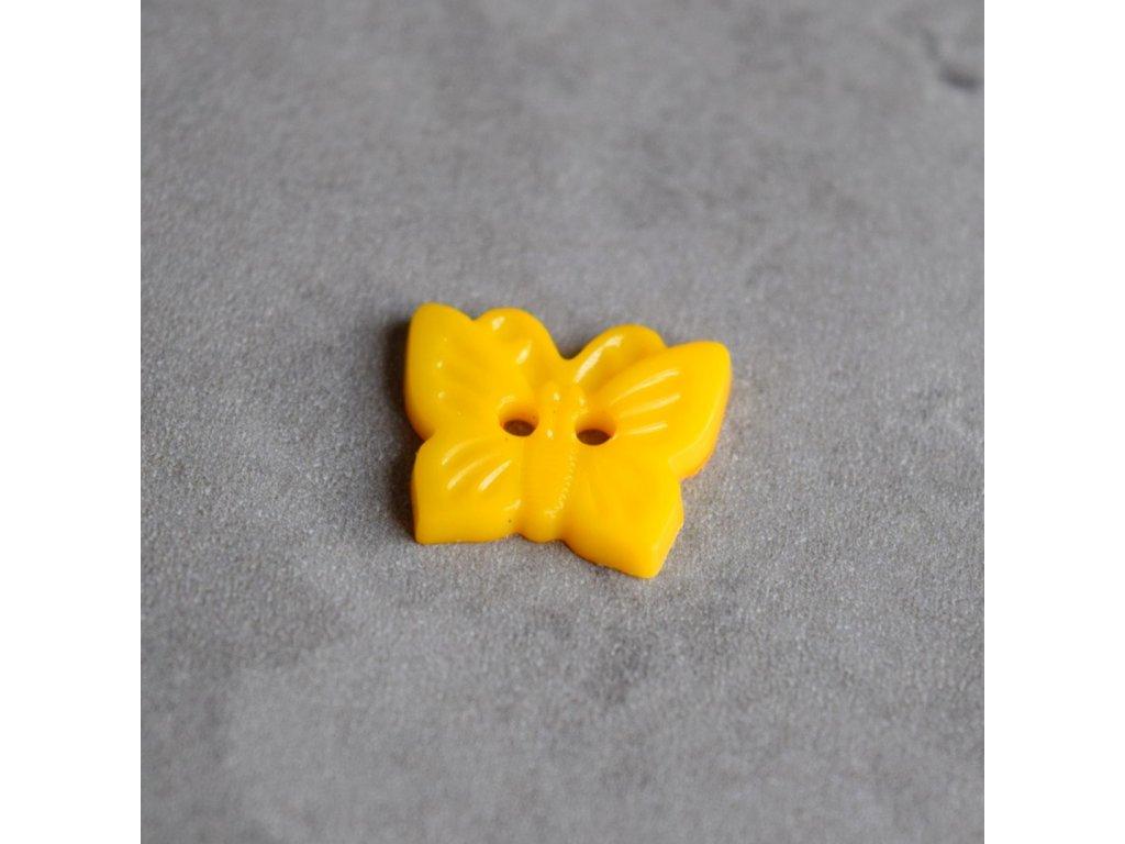 Knoflík - motýlek - žlutý