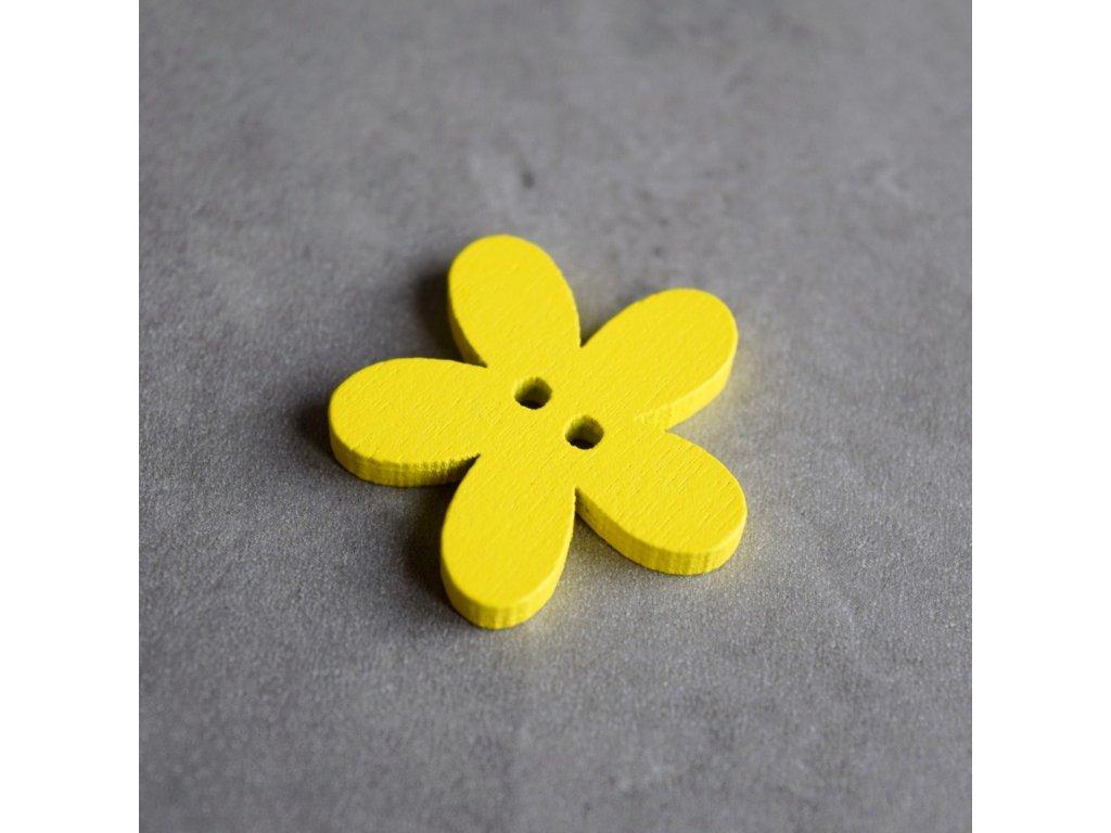 Dřevěný dekorační knoflík - květina - žlutá