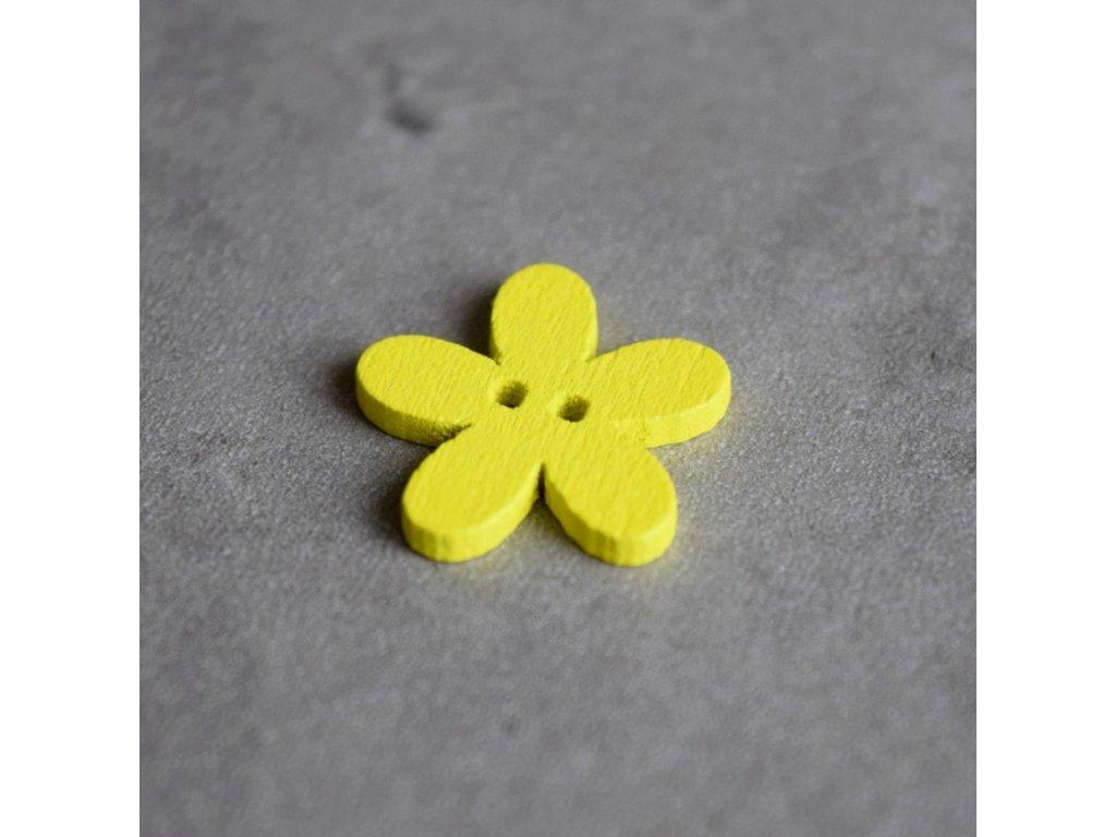 Dřevěný dekorační knoflík - květina malá - žlutá