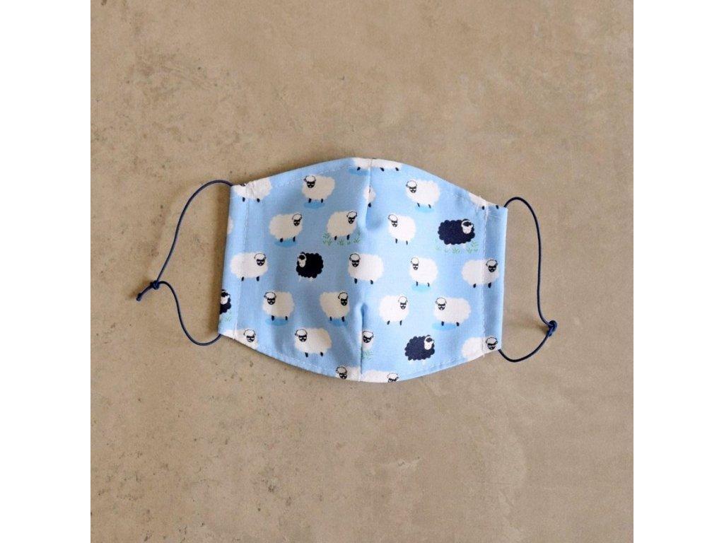 Bavlněná rouška dětská - ovečky - modrá