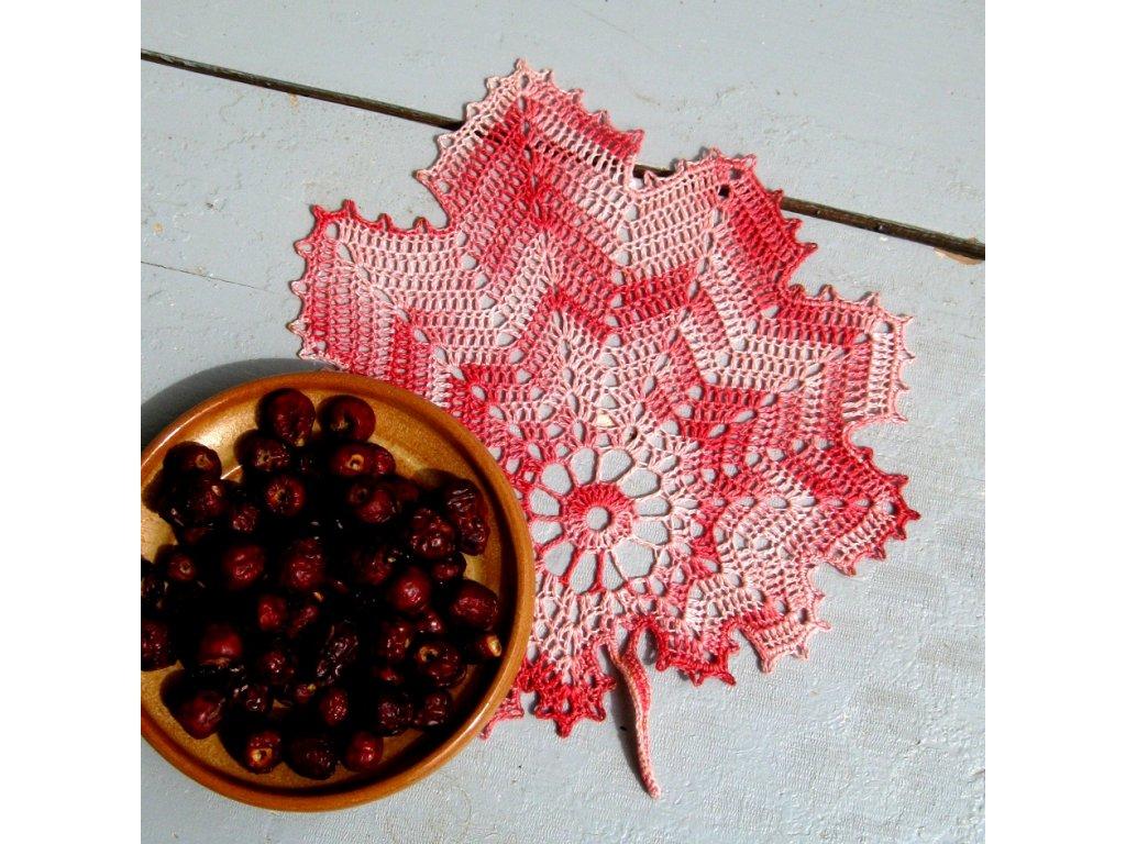 Háčkovaný list - růžový