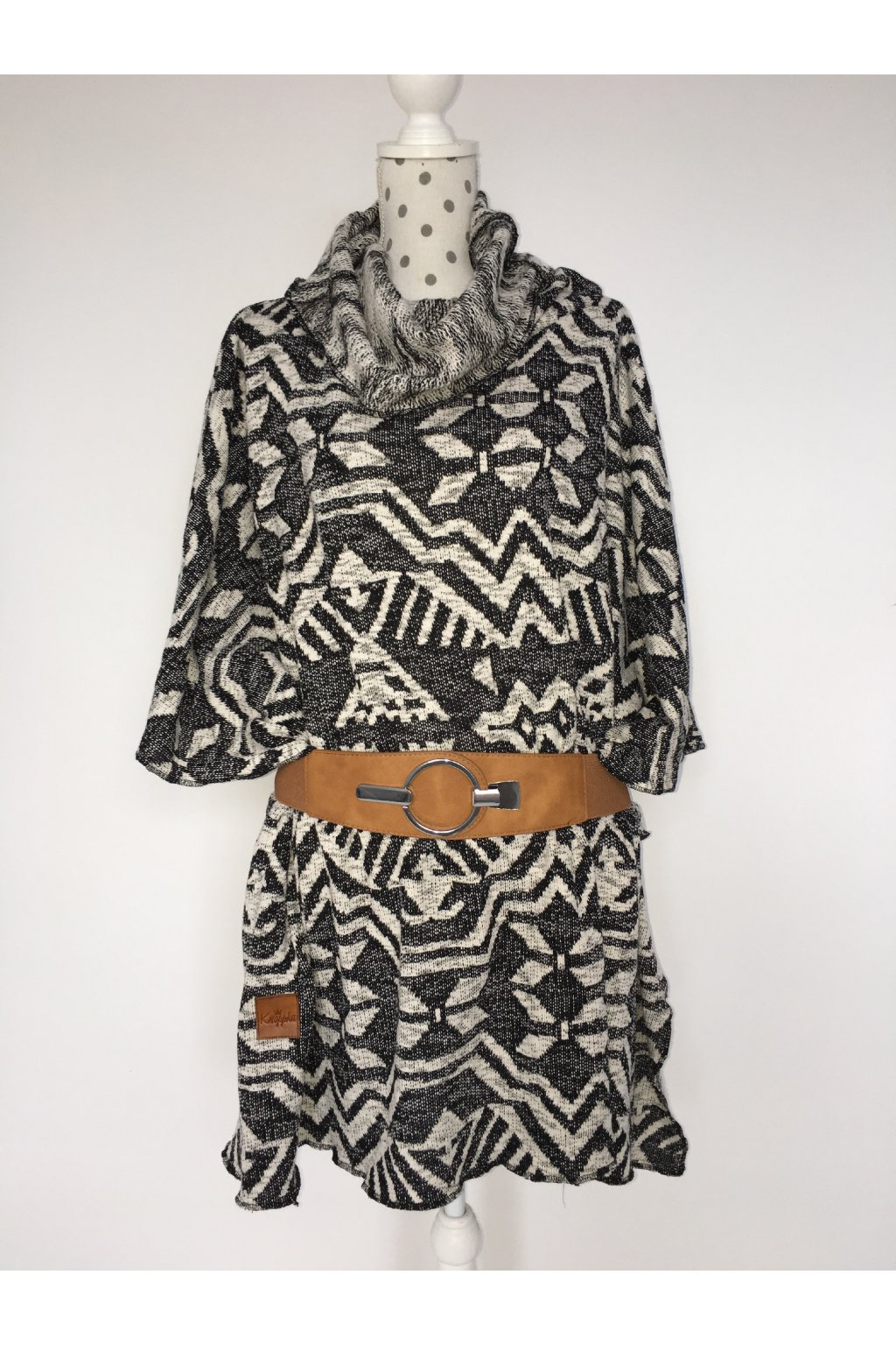 Šaty geometrické