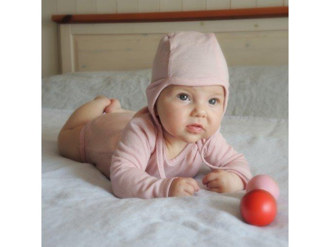 Čepička pudrově růžová