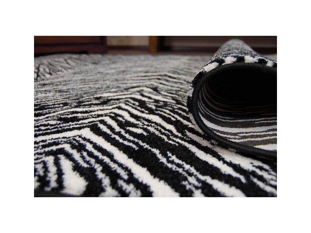 Koberec kusový SKETCH - F754 bílý černý