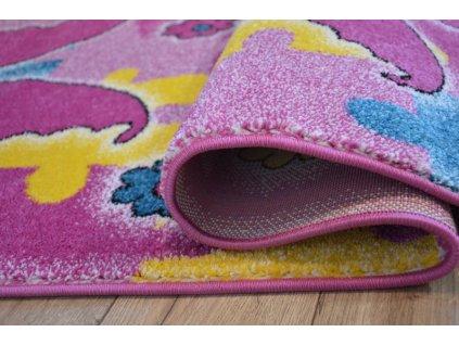 Dětský kusový koberec KIDS C429 Motýlci růžový
