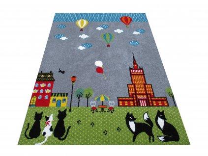 Dětský kusový koberec Mondo 03 Kočičky Město Létající balóny šedý / zelený