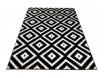 Moderní kusový koberec MAROKO L885A černý / bílý