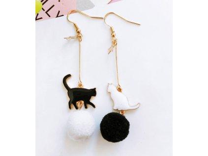 Bambulkové asymetrické náušnice kočka