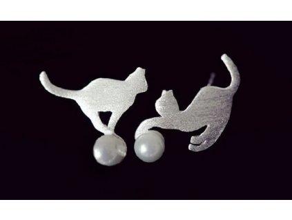 Náušnice kočka s míčkem