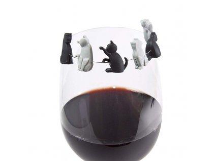rozlišovače na skleničky černo bílá kočka kotě