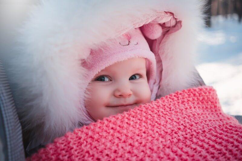 Ako obliecť novorodenca v zime a zistiť, či mu je zima?