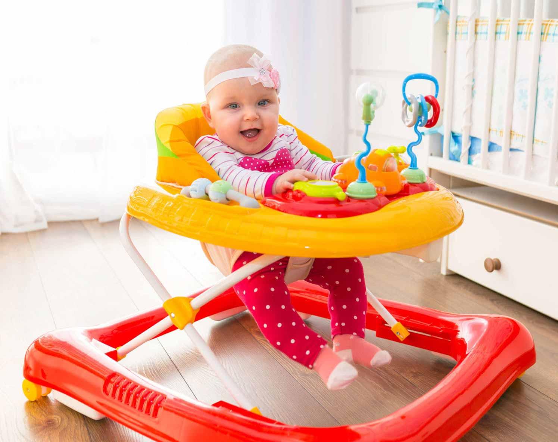 Pomôžte dieťatku k prvým krokom pomocou detského chodítka!