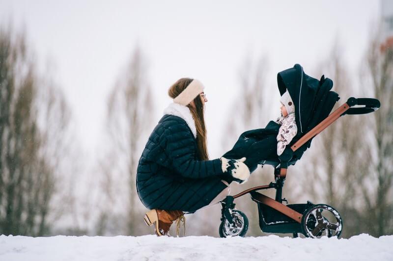 Zimná prechádzka dá kočíku zabrať: Takto sa vyhnete jeho zničeniu!