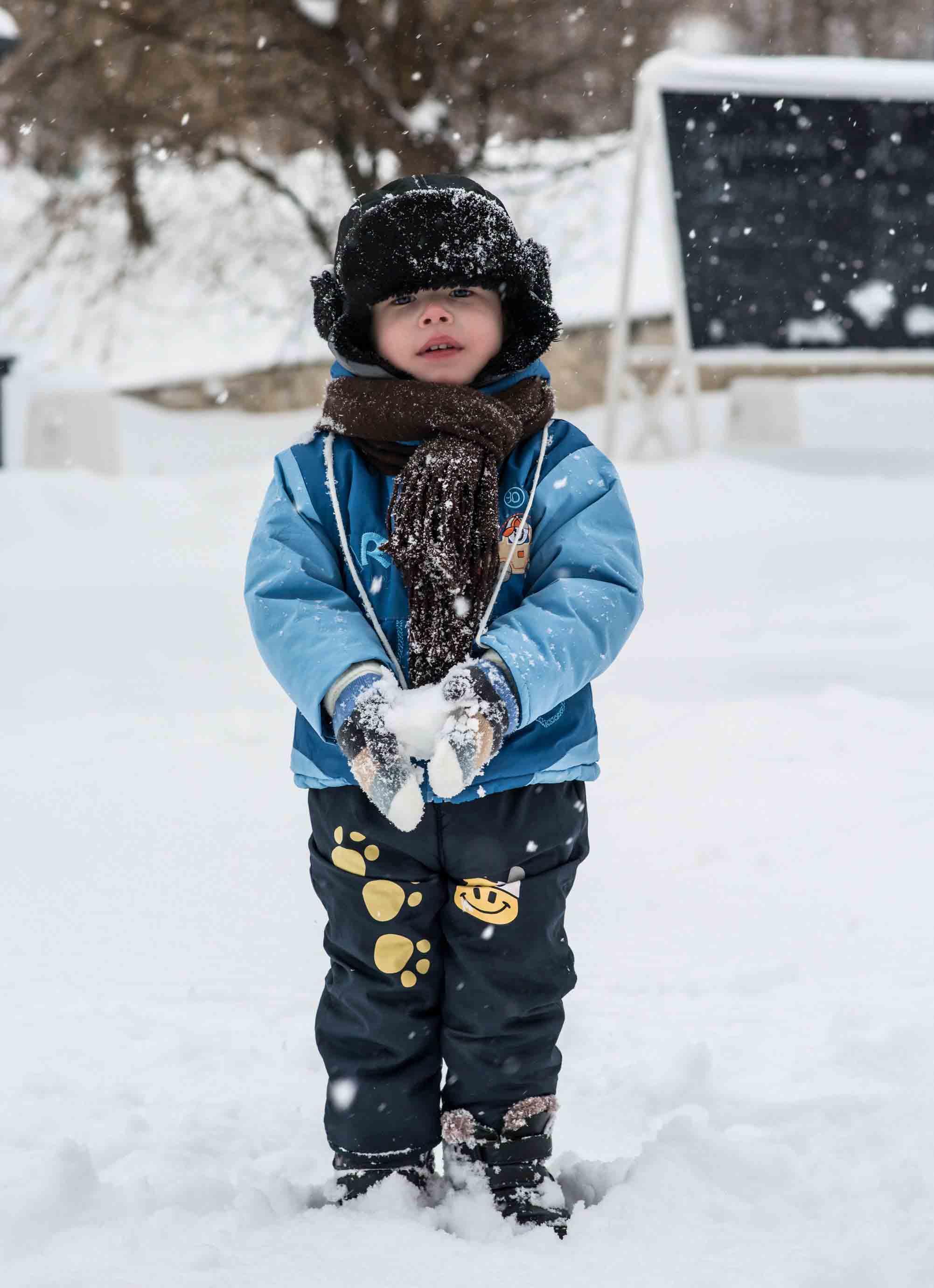 dieťa-v-zimnom-oblečení-kociky.sk