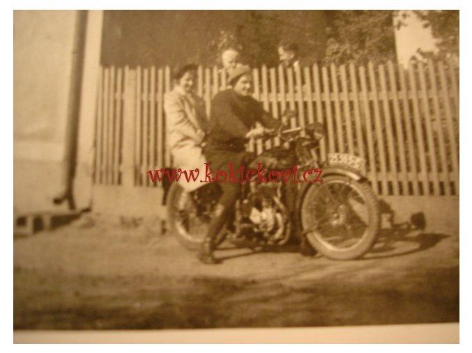 ORIG. FOTOGRAFIE MOTOCYKL ŠVIHÁK SE SLEČNOU