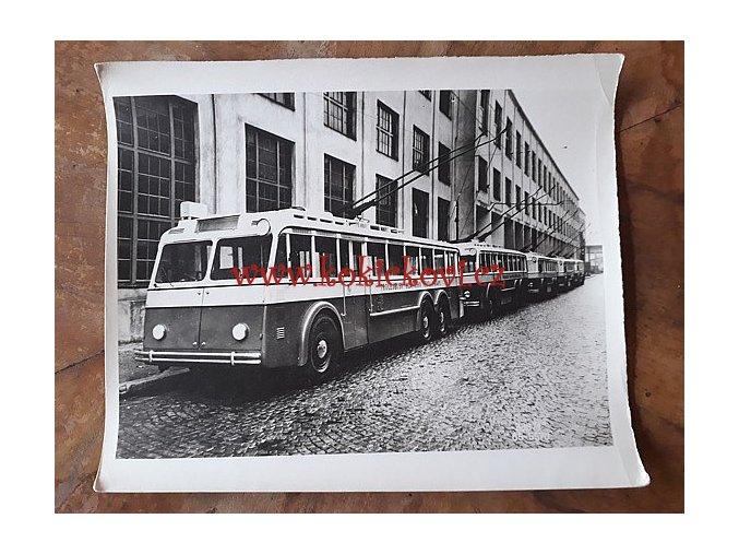 TROLEJBUSY PRAGA 303 - ROK 1936? - REKLAMNÍ FOTOGRAFIE ROZMĚRY A STÁŘÍ VIZ POPISEK