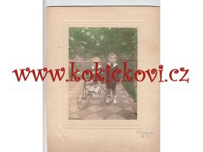 STARÁ FOTOGRAFIE DĚTI A TŘÍKOLKA - NERATOVICE 1926 -FOTO ATELIER REZEK VÁCLAVSKÉ NÁMĚSTÍ